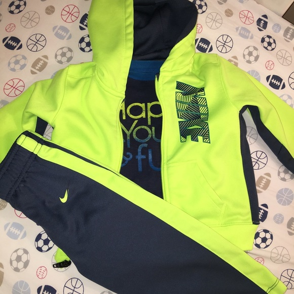 52ee663c 3 pc Boys Nike Jogging Suit Jumping Beans Shirt